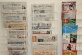 Bild eines Zeitungsständers: Geschriebenes Gesprochenes
