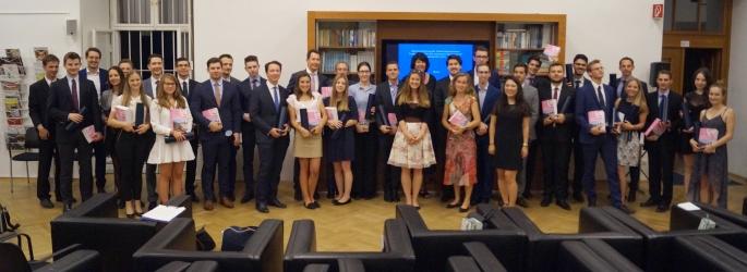 Diplomverleihung an die Studierenden des 7. Jahrgangs im Juni 2017
